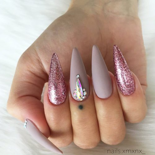 Stiletto Shape Acrylic Nails Picture 2