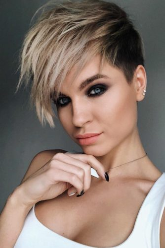 Medium Hair Fade Haircut With Long Bang #fadehaircutwomen #fadehaircutwomennaturalhair #fadehaircutwomendesigns #fadehaircutwomenundercut