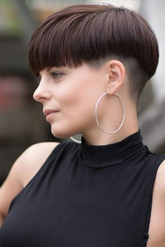 Medium Hair Fade Haircut With Straight Bang #fadehaircutwomen #fadehaircutwomennaturalhair #fadehaircutwomendesigns #fadehaircutwomenundercut
