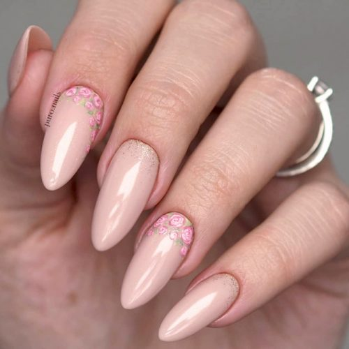 Almond Shape Gel Nails Designs Decorated With Tiny Flowers #almondnails #nudenails #beigenails #floralnails #flowernails