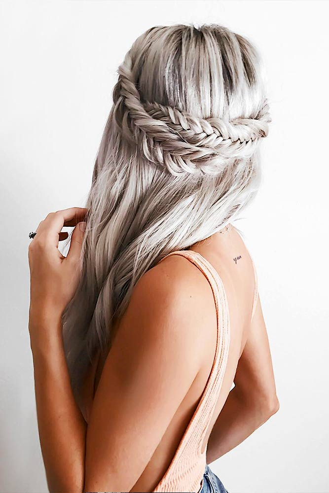 Easy Hairstyles with Silver Hair for a Fabulous Look Picture 3