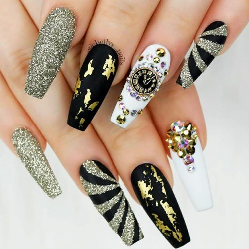 Black Nails with Gold Foil Picture 1