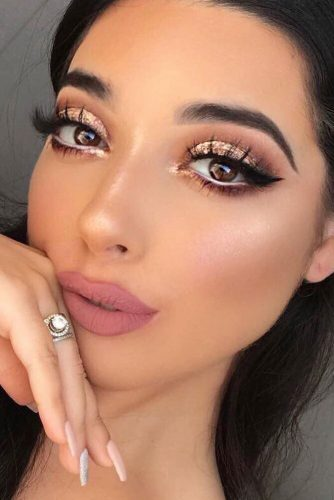 Night Makeup Ideas With Gold Glitter picture 1