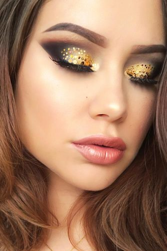 Night Makeup Ideas With Gold Glitter picture 3