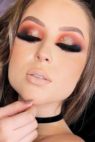 Night Makeup Ideas With Gold Glitter picture 2