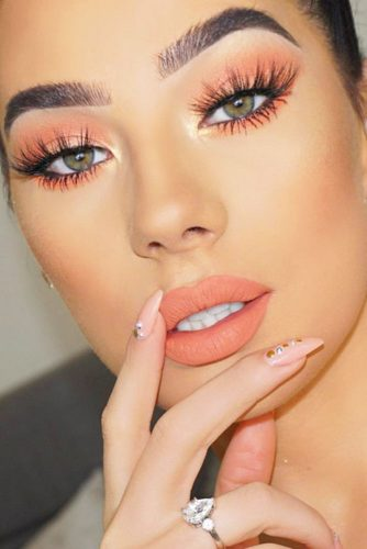 Fresh Makeup Looks In Peach Color picture 5