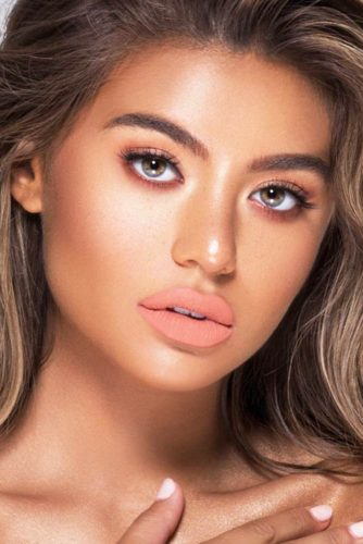 Fresh Makeup Looks In Peach Color picture 6