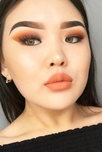 Fresh Makeup Looks In Peach Color picture 4