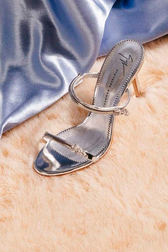 Elegant Sadals With Rhiestoes #sparklyheels #sandals
