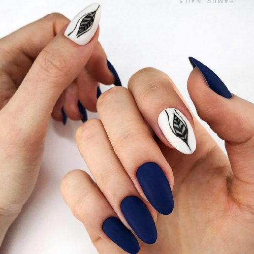 Almond Shape Nails With an Accent Design Picture 1