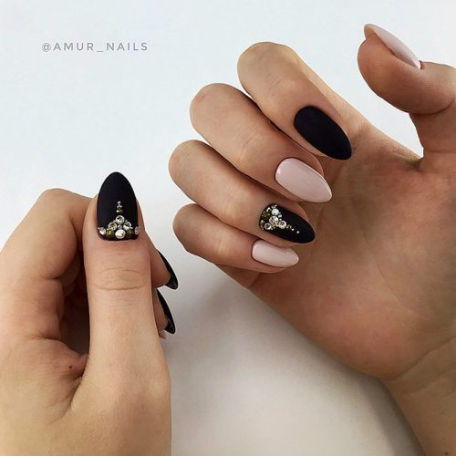 Trendy Designs With Combined Nail Colors Picture 1