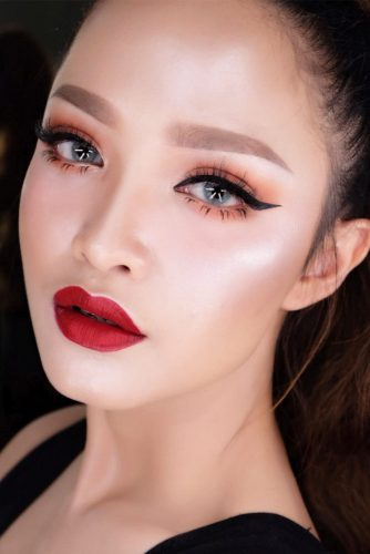 Sexy Makeup Idea With Black Eyeliner #redlips