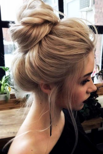 Stunning Chignon Hairstyles With a Voluminous Knot Picture 3
