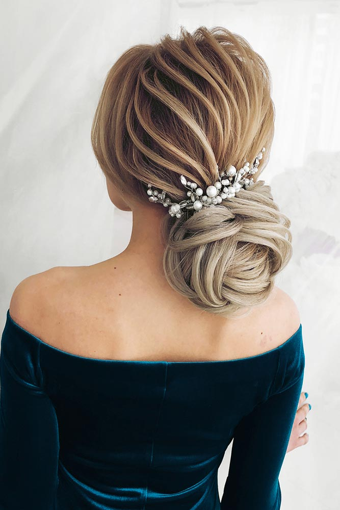 Amazing Chignon Hairstyles for Special Evenings Picture 4
