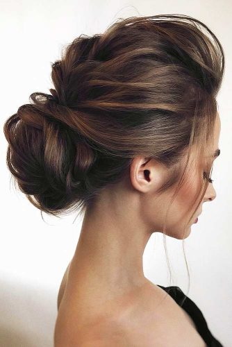 Stunning Chignon Hairstyles With a Voluminous Knot Picture 2