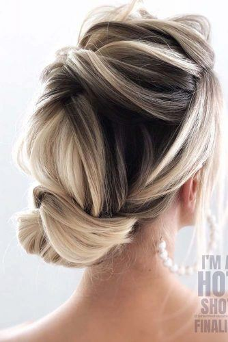 What Is The Difference Between A Bun And A Chignon? #updohairstyles #prettyhairstyles