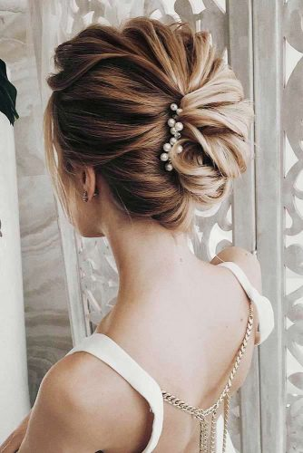 Amazing Chignon Hairstyles for Special Evenings Picture 6