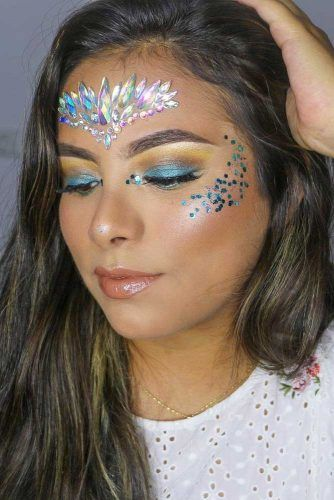 Crystals Festive Coachella Look #glitterlook