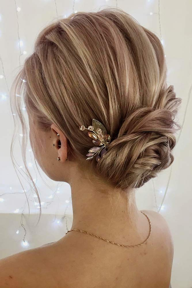Stunning Medium Hair Updos For Romantic Mood Picture 6
