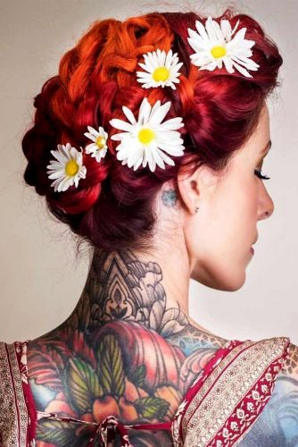 Stunning Medium Hair Updos For Romantic Mood Picture 2