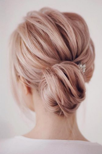 Stunning Medium Hair Updos For Romantic Mood Picture 4
