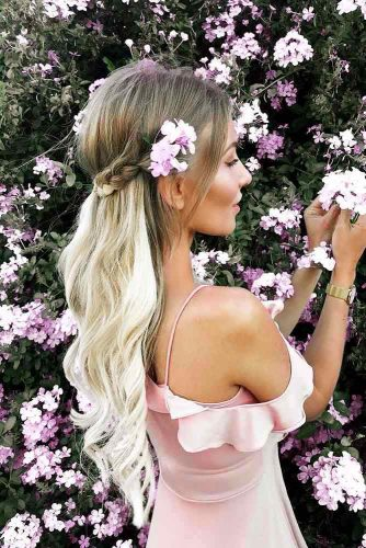 Flowers: Perfect Accessory for Your Spring Hairstyle Picture 1