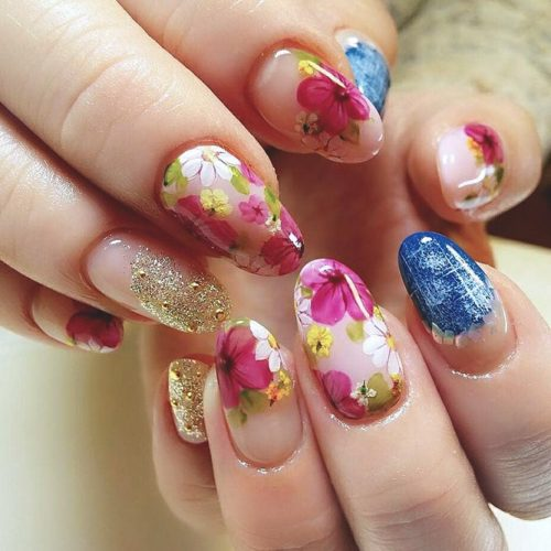 Spring Nails With Fragile Dried Flowers picture 3
