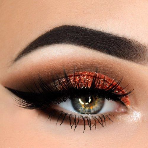 Copper Glitter Shadow With Black Bold Eyeliner Makeup For Gray Eyes #grayeyes