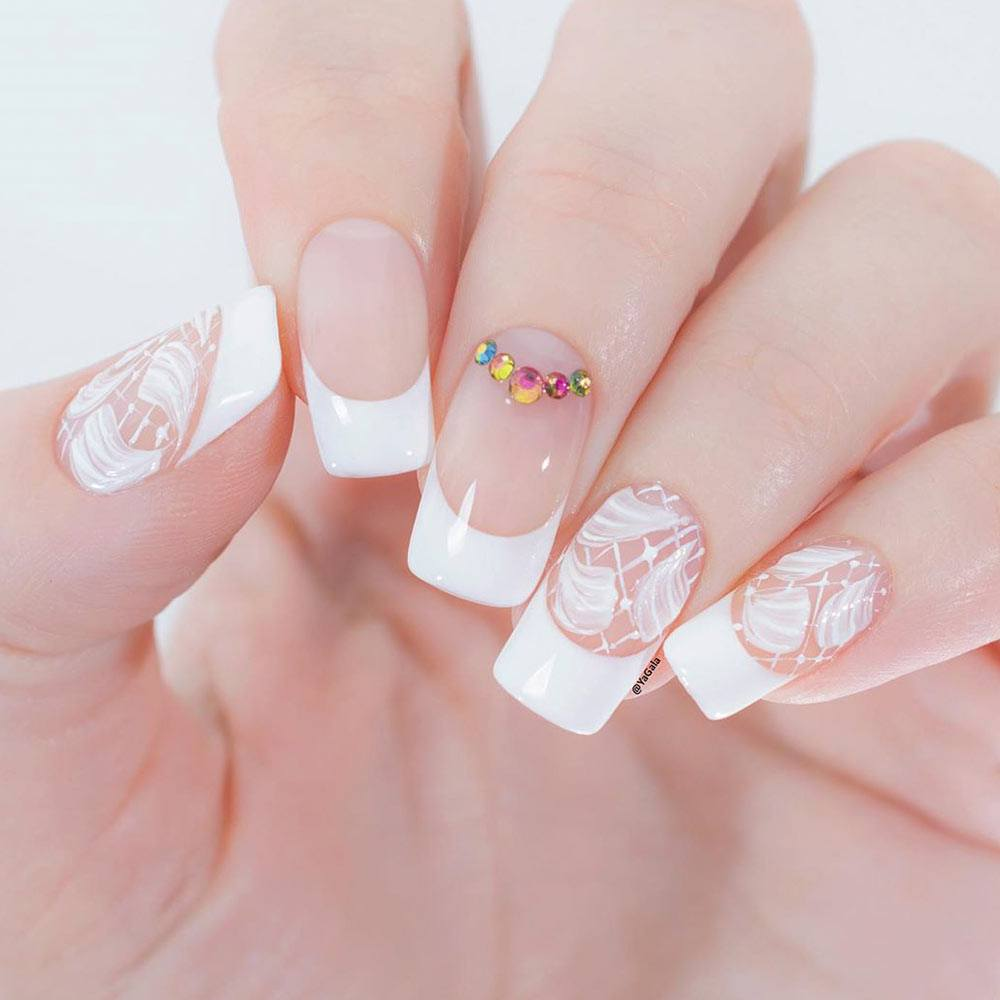 French Nail Art With Flowers Petals #frenchnails #frenchnailart