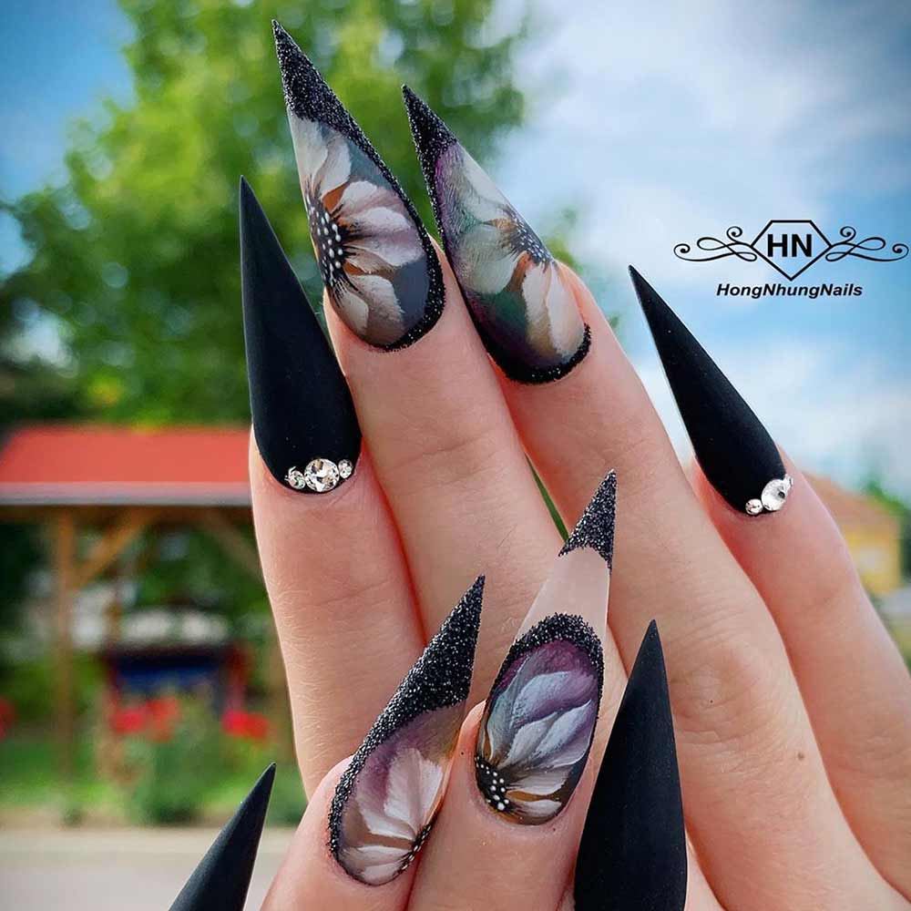 Flowers in Black #stilettonails #blacknails