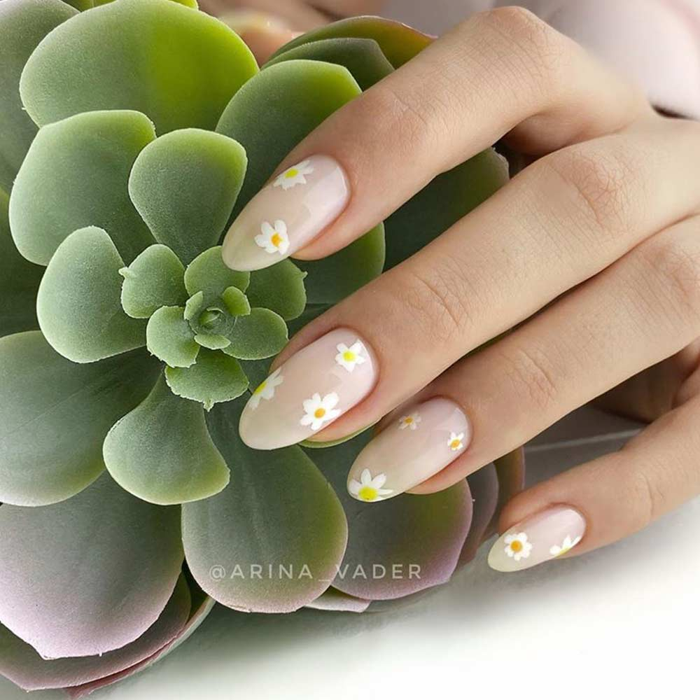 Simple Daisies Nail Art #simplenails #prettynails