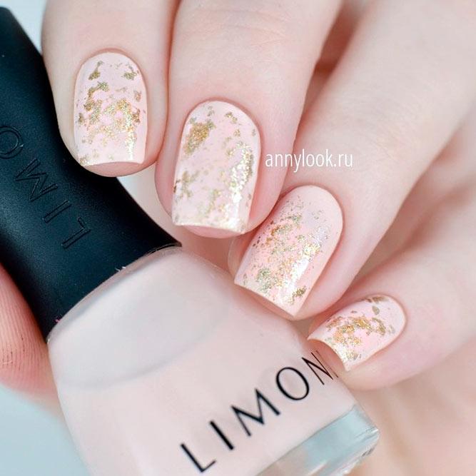 Elegant Nude And Gold Nail Designs #shortnails #nudenails