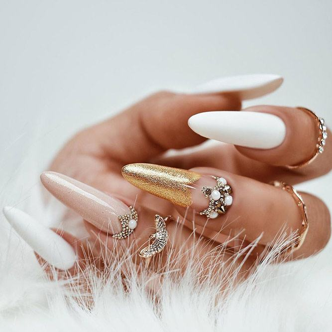 White And Gold Nails Design #whitenails #rhinestonesnails