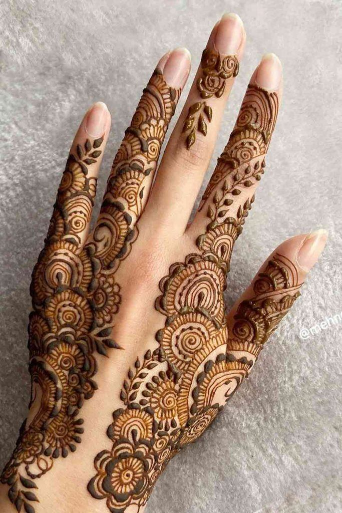 How long does henna last on the skin?