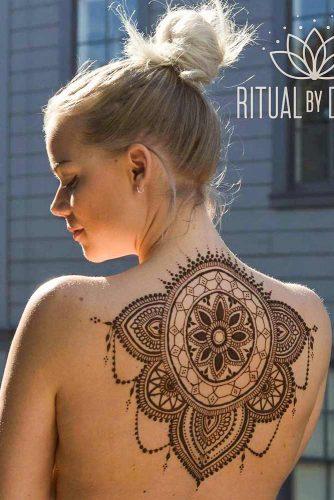 Beautiful Henna Tattoo Design With Patterns #backtattoo #backhennatattoo