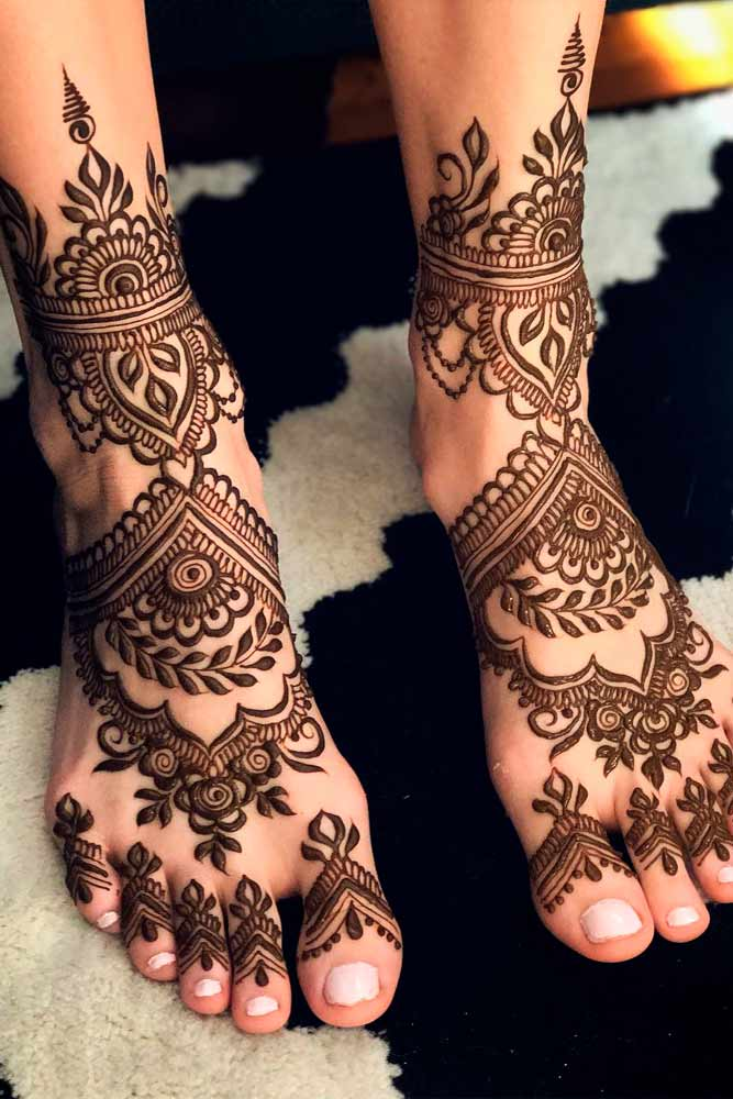 Feet With Henna Patterns Picture 3