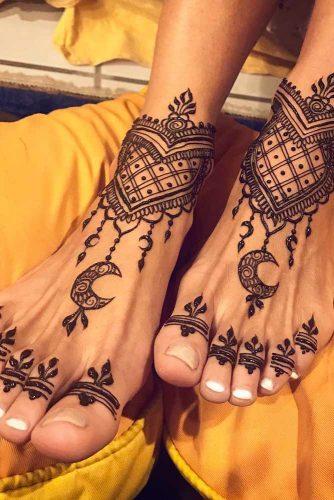 Feet Henna Tattoo Design With Moon #feettattoo