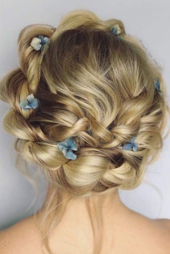 Fairy Prom Hairstyles With Natural Flowers picture 1