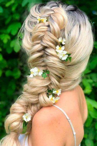 Side Braid With Flowers #flowershairstyles #sidebraid