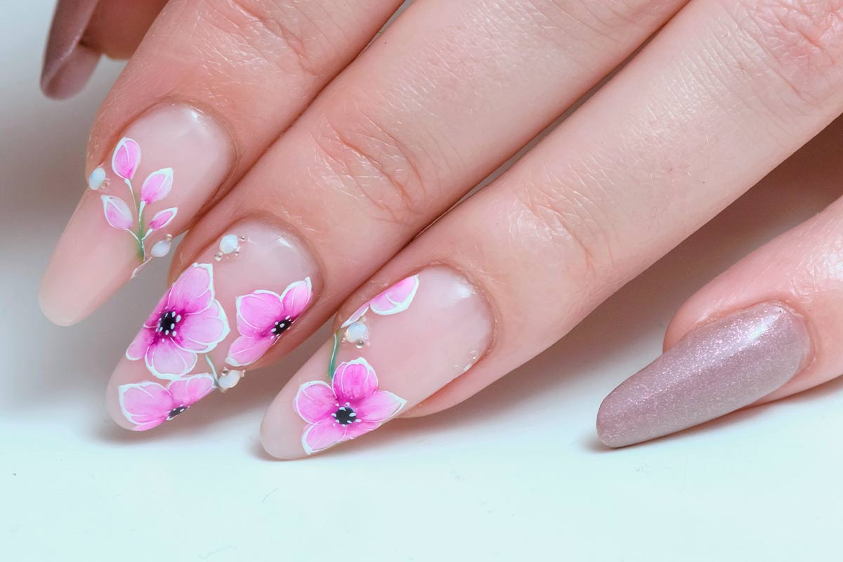 42 Super Pretty Flower Nail Designs To Copy