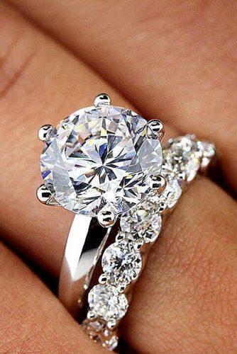 She Would Like This Engagement Ring Set #whitegoldring #roundcut #ringset
