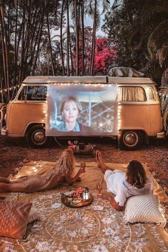 Romantic Outdoor One Year Anniversary #outdoordate #movienight