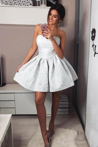 White Short Dress With A Sweetheart Neck #offshoulderdress #shortdress