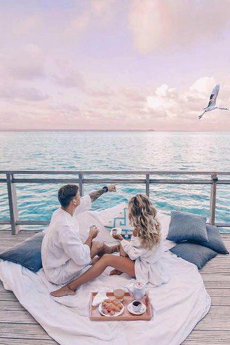 Fall-In-Love Dinner #engagementphoto #dinner #love #sea
