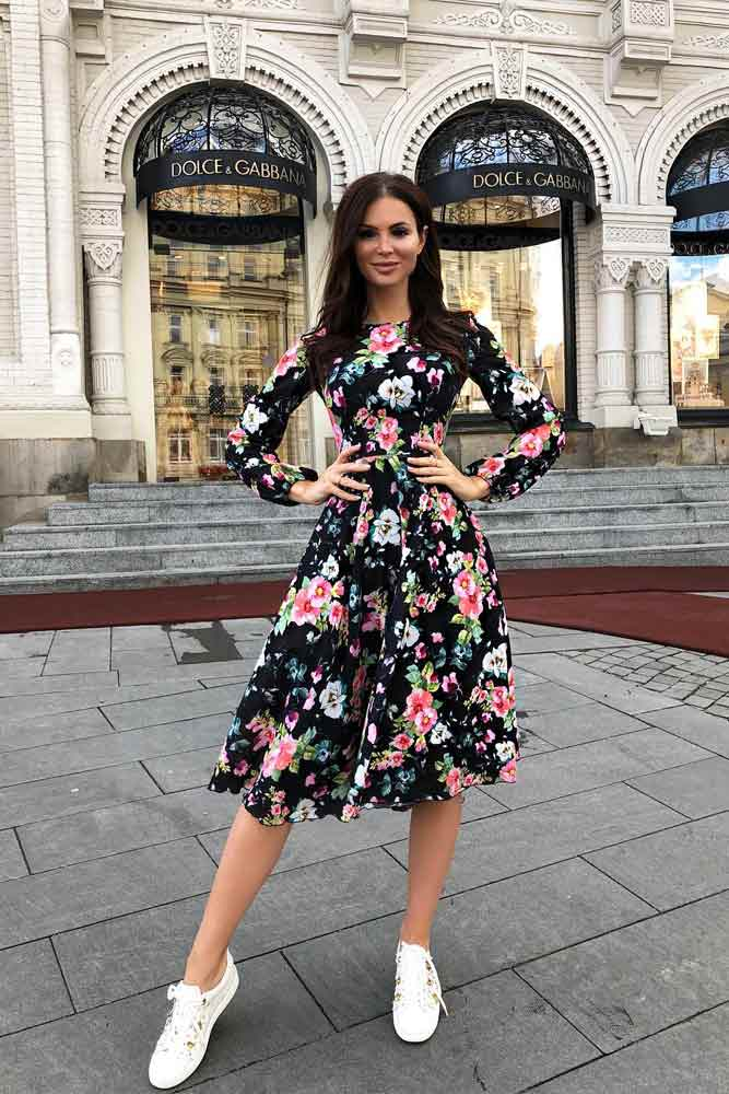 Knee-Length Floral Dress With Long Sleeves #blackdress #longsleevesdress #kneelengthdress