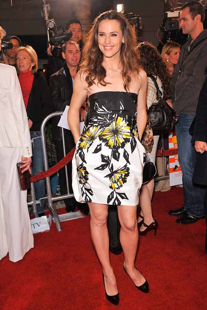 Shoulder-Off Summer Floral Dress #summerdress #shoulderoff #jennifergarner
