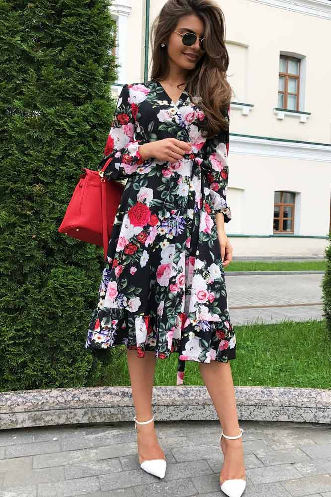 V-Neck Dress With A Floral Print #mediumdress #longsleevesdress #summerdress