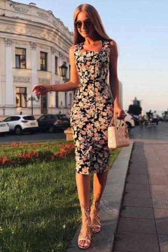 Medium Length Bodycon Dress With Flowers #bodycondress #mediumdress