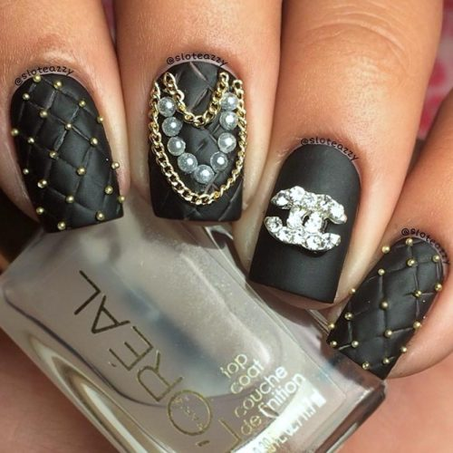 Chanel Nails For Fashionable Girls #blacknails #mattenails #quiltednails #chanelnailart