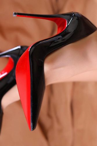 Black Closed Toe Heels With Red Soles #redsolesheels